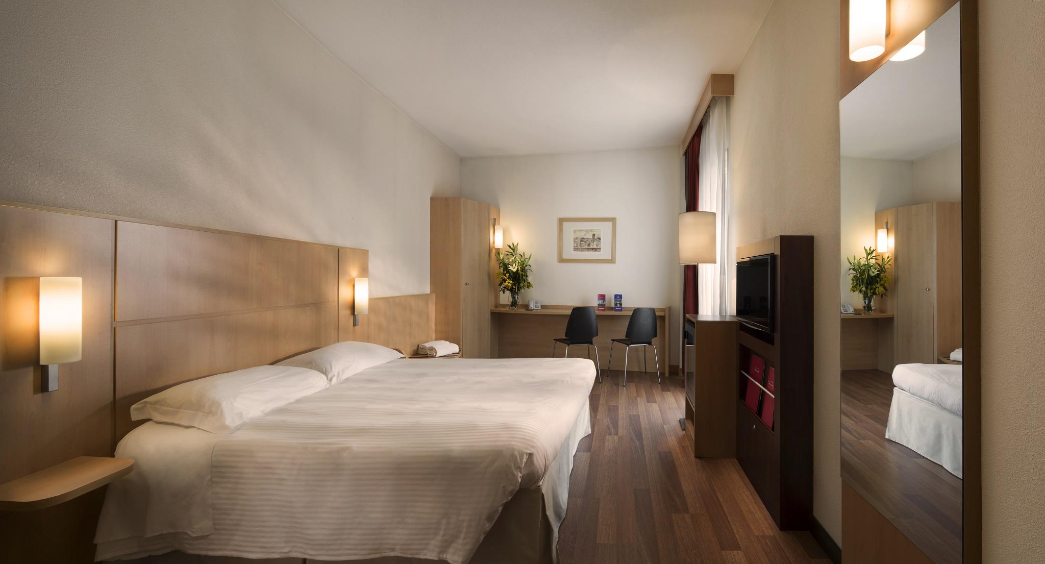Camera matrimoniale con vasca hotel rafael milano - Hotel con camere a tema milano ...